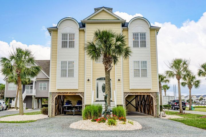 208 Sea Manor Drive, Surf City, NC 28445