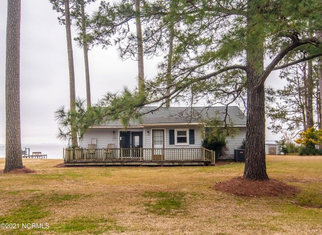 1077 Pinecrest Road, Bath, NC 27808