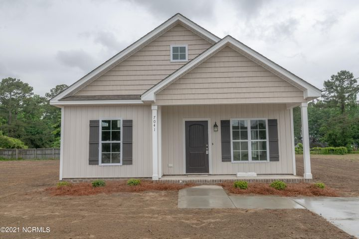 NEW CONSTRUCTION - COMPLETE - Custom Built 3bd 2ba, Covered Front Porch w/Covered Back Patio Home in the Quaint Town of Saratoga - Home Features Vaulted Ceilings in Main Living Area w/9' Ceilings Throughout, Laundry Room.