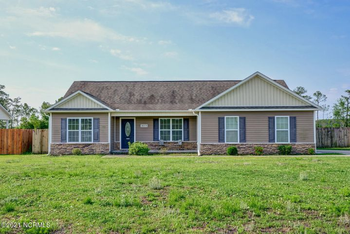 1688 Nc Hwy 172, Sneads Ferry, NC 28460