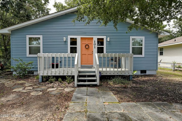 101 NE 35th Street, Oak Island, NC 28465