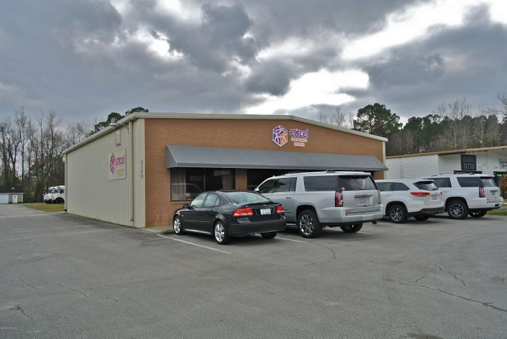 Large Commercial building available with 102 ft of road frontage on Hwy 17/Dr. MLK Blvd with signage. Interior offers a 6'10 x 13'7 Waiting Area, 10'8 x 13'1 Reception Office, 22'7 x 15'6 Conference Rm with storage closets, 13 x 19'8 Kitchen with fridge, stove/oven (propane tank needed) & double sinks. 2 Bathrooms with tile flooring & 3 ft entrance. 6 private Offices, 8'8 x 7'11 Storage Rm. Building is on Duke Energy for electricity, City of New Bern for water & sewer, has alarm system, 2 HVAC units & metal roof. Has paved parking lot with 15 +/- parking spots & parking in back of the building offered.
