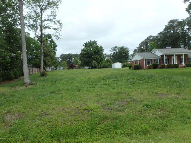 Nice residential lot in Country Club Acres.