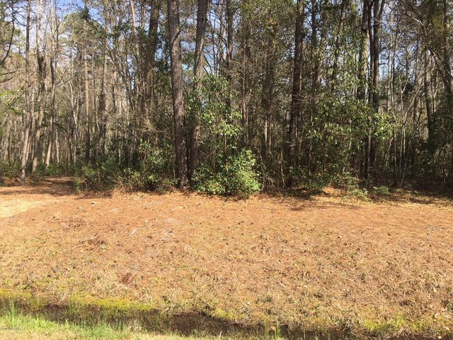 Large wooded building lot in Carolina Shores North. Close to Golf, beaches, fishing, shopping, entertainment.