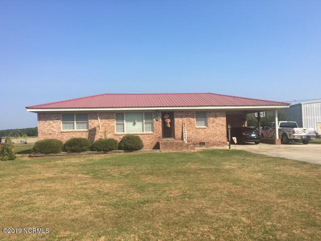 9072 Twisted Hickory Road, Bladenboro, NC 28320