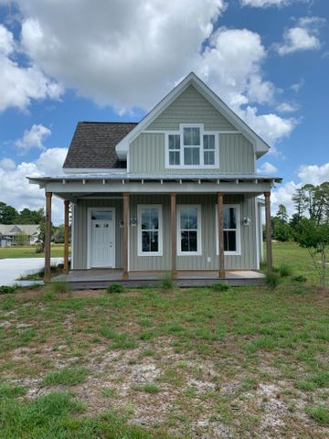 146 E Island Way, Harrells, NC 28444