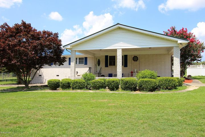 Country living is just waiting for you; with a little TLC you can make this a great family retreat. This 3 bedroom 2 bath home comes complete with an in ground pool and a Pool House with a studio apartment. You can relax and unwind on the rear covered patio after a hard day at work or imagine entertaining friends and family poolside on a warm summer day. Home offers an open floor plan, sunken living room, hardwood flooring, ceiling fans and a grand entrance to the property with a circular driveway.  If you act fast you could be enjoying Christmas in your new home!
