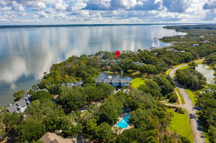 Lagoon front end unit; relax and enjoy the waterviews and proximity to Bogue Sound in this soundside retreat with great indoor & outdoor spaces. This easy & flowing floor plan features: main level master bedroom with a waterview deck & a private master bath; screened porch for outdoor dining; sunken living room area; 1/2 bath for guests; formal dining room; open kitchen which also has a breakfast bar. Two guest bedrooms and a full bath on second level. Beacon's Reach amenities: Pools, Marina, Ocean Access, Fitness Center and Tennis Courts. HOA dues include all insurance fees except for interior contents.