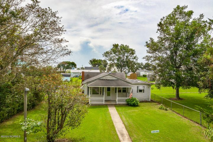 This cute little fixer upper is the perfect opportunity to own water view property, in an award winning school district at an excellent price point. Water views from the back of the house overlook the Bogue Sound/ICW. Cottage style home with 2 bedrooms and a BONUS. 2 full baths, large living room and ample space in the kitchen. EXISTING HOME BEING SOLD AS IS. Fix it up or if you're looking for a place to build your dream home, this location would give you phenomenal views of the ICW.