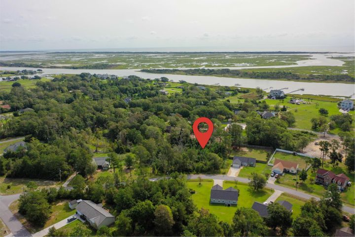 Wooded lot in Vista Cay subdivision. Minutes away from Willis Landing and Shell Rock Landing boat ramps. Conveniently located off Bear Creek Road and close to Highway 172 Hubert gate of Camp Lejeune.