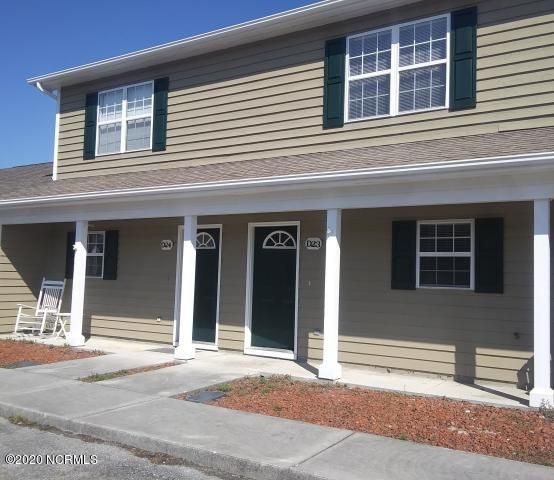 2 Bedroom 2.5 Bath townhome. 5 minutes to Emerald Isle, shopping and one of the best school districts. Move in ready! Water and pool included in HOA fees.