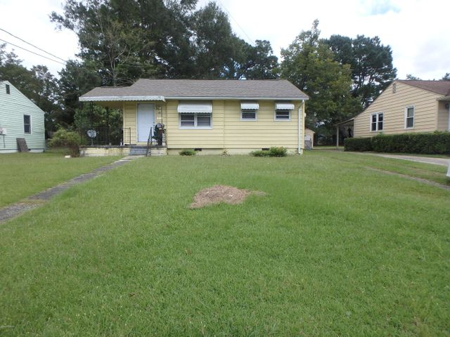 Great starter home! Located close to shopping and the bases  New heat pump and roof in past year.