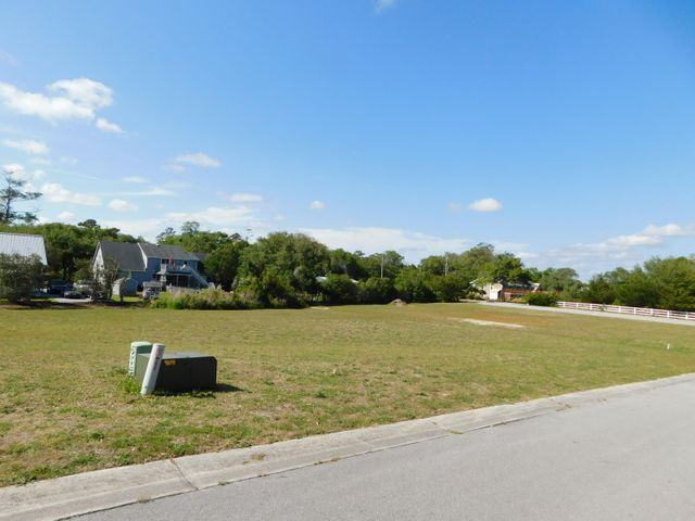 Exceptional Building lot in Beautiful Waterfront Community of Barbour Point.  Great Location & Great Neighborhood w/ Community Pier/dock w/ Assigned Boat Slip.
