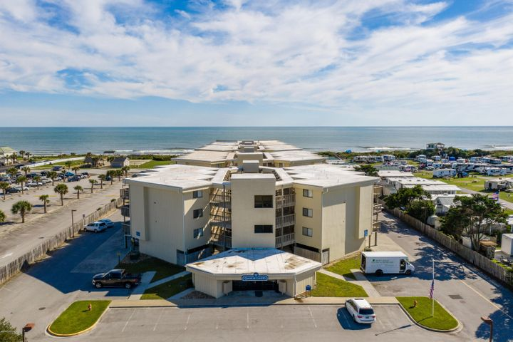 This lovely one bedroom condo comes completly furnished. Great view of the ocean.Open living/kitchen/dining area. A gated community with private beach access, pool, tennis and great outdoor entertainig /grilling area.