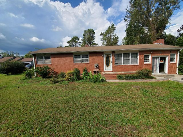 Investor special! CASH ONLY! 3 bedroom 1 bath brick home on over half an acre. Close to the  state maintained boat ramp, Camp Lejeune back gate and schools. This property needs some love and repairs.