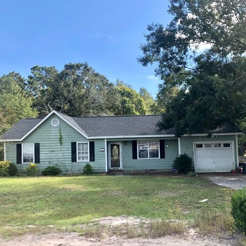 Great floorplan and potential! 3 bedroom, 2 bath, 1 car garage. Ideal location on a cul-de-sac close to 172 back gate of Camp Lejeune and beaches. Large lot with a fully fenced in back yard! Call today to schedule your in person or virtual showing!