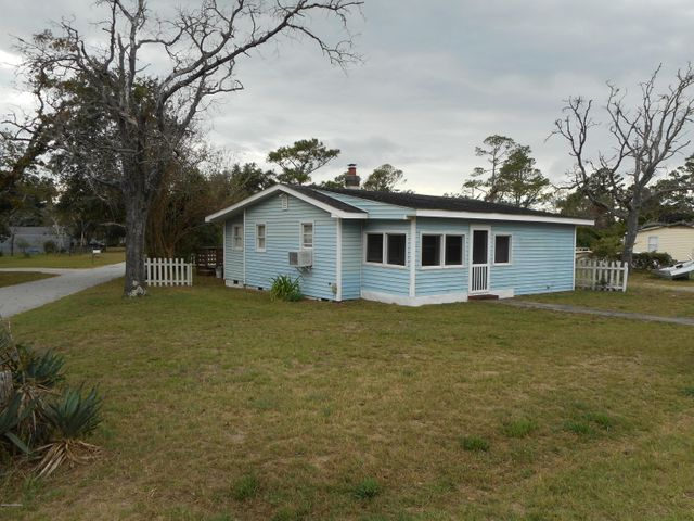 Come see the potential this 2 bedroom 2 bath cottage/bungalow has to offer both bathrooms and master bedroom have been remodeled.  Enclosed front porch - couple of blocks from the community playground, boat ramp & day dock, with water access near by - Furnished - Just minutes to the beaches of Emerald Isle and an easy commute into Cherry Point or Camp Lejeune.