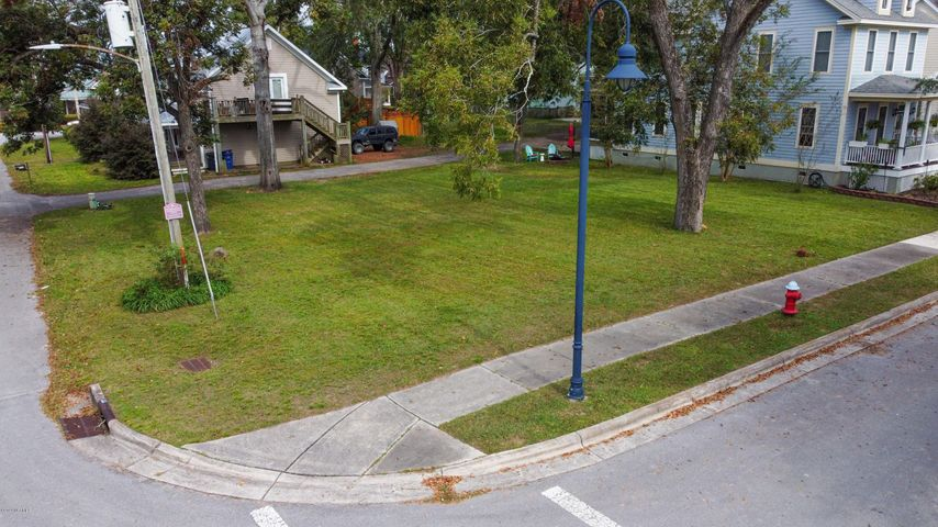 Gorgeous corner lot in beautiful downtown Jacksonville. This lot is in the perfect location! Located across from Riverwalk Park and close to downtown Jacksonville's businesses, dining, and more. Lot does have water and sewer connections.