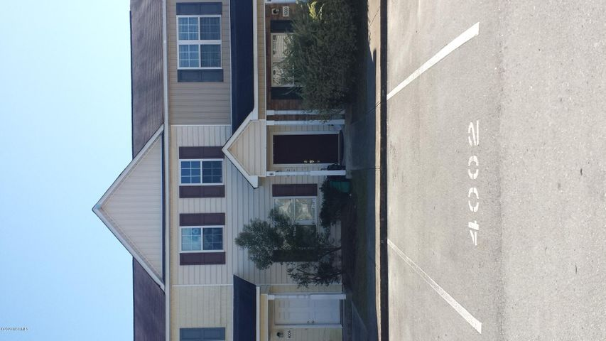 LOCATION/LOCATION VERY WELL MAINTAINED TOWNHOME IN THE HEART OF JACKSONVILLE  TWO BEDROOM TWO AND A HALF BATHS UPGRADED FLOORING SCREENED IN PORCH GREAT STARTER HOME OR INVESTMENT OPPORTUNITY