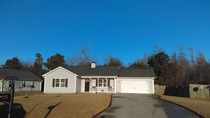 Three bedroom, two bath home located close to Camp Lejeune's Hwy 172 gate. Fenced in back yard, large back deck with seating, fireplace in living room. Conveniently located to area beaches, bases, shopping, dining and more.