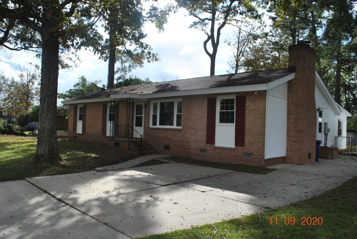Three bedroom, Two bathroom brick ranch in Sherwood Forest subdivision. Easy commute to Camp Lejeune or New River Air Station. Built in 1968, this home has over 1500 square feet. Living room, plus a den with a fireplace.