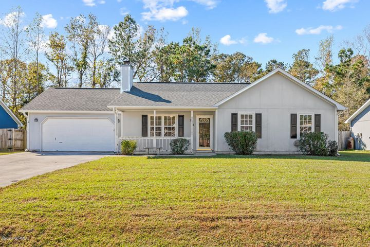 Great 3 bedroom 2 bath on quiet cul-de-sac. Nice covered front porch and screened in patio out back. New paint, carpeting and laminate. Short commute into the back gate of Lejeune. Hurry as this one is priced to sell.