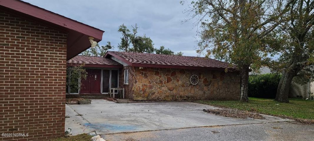 WATERFRONT ON BOGUE SOUND.  THIS  HOME HAS 3 BEDROOMS 2 FULL BATHS. HUGE LIVING ROOM WITH A FIRE PLACE OVER LOOKING  BOGUE SOUND WITH IT'S  STUNNING SUNSETS.  IMAGINE SETTING ON YOUR PATIO RIGHT ON BOUGE SOUND.  HOME HAS DAMAGE CAUSE BY THE ROOF DURING STORM. MAKE IT YOUR OWN.