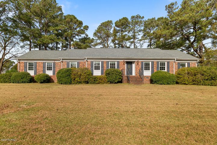 Welcome Home !! This home is located in Country Club subdivision. Home offers 3 large bedrooms and 2 bathrooms. Home has large living room area , formal dining area , and open kitchen layout. Home sits on over half acre lot and is perfect for entertaining. Don't miss out on this amazing home !! Seller is offering $5,000 use as you choose !