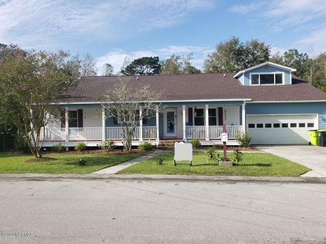 Large, Beautiful home Downtown Swansboro. Has a wonderful view of Hawkins Creek, Lots of wildlife & birds around the water. Hawkins creek is Shallow, but a shallow draft boat or Kayak your way to the intercoastal waterway. Home has Many unique upgrades.