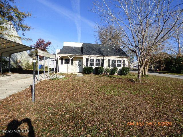 Located between Gum Branch and Henderson off Doris near shopping, restaurants, schools, hospital, Jacksonville government center, and military bases.  Home just remodeled with a new roof, LVP and carpet, windows, sliders, cabinets, counters, appliances.  Vacant and easy to show.