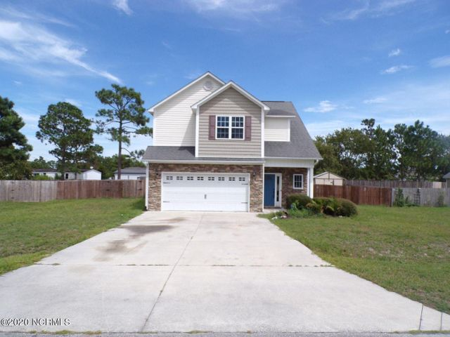 3 bedroom, 2.5 bath home located in the gated community of Highlands at Queens Creek. Home is in need of some tlc. Come make this home yours today!!