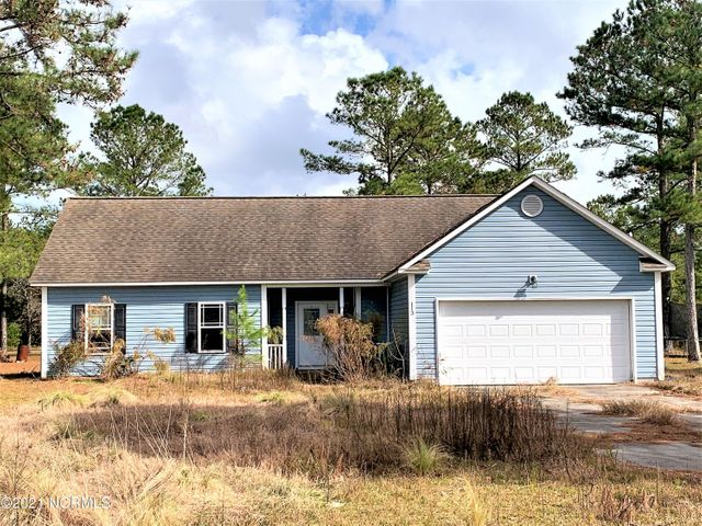 Great opportunity here!  This 4 bedroom, 2 bathroom, 2-car garage home is ready for a new owner to come in, clean it up, and make it their own. Situated in an established subdivision in Maple Hill. The home sits on .76 acres.