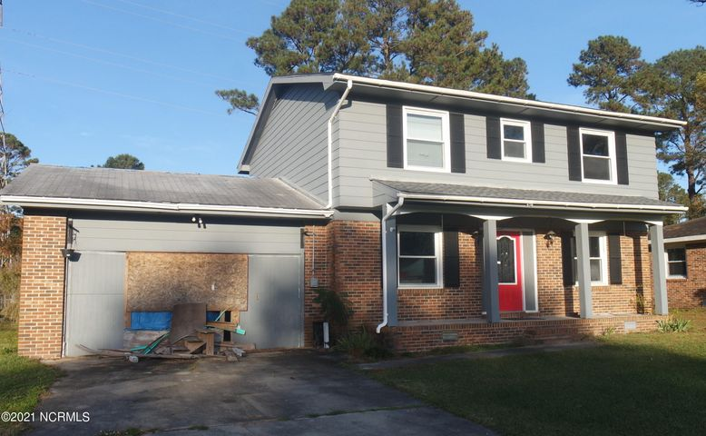 Property down to studs waiting for your finishing touches. Great opportunity for 4 bedroom property.