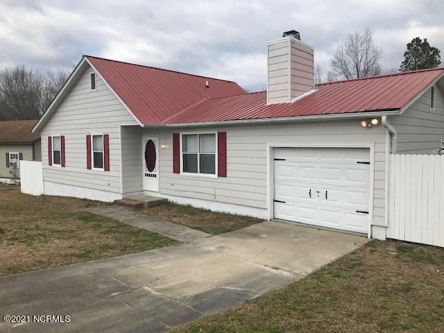 This Lovely residential home located in The Deer Field Sub Division comes with large fenced in yard and a back porch and its  near all amenities shopping Wholefoods, CVS, McDonald's, and much more great family community.