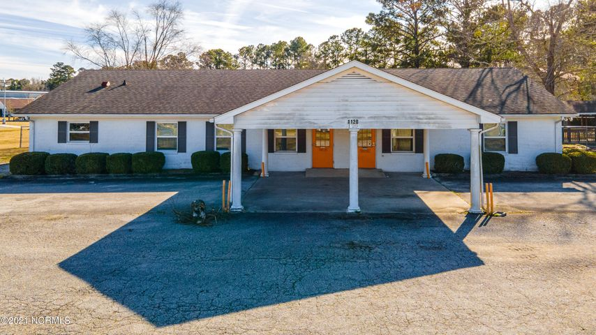 Freestanding building with 0.73 acres located on corner lot off of S Glenburnie Rd. Cinder block building consists of 4,338 sq ft. Property is zoned C-4 & back area if fenced-in. Inside offers 6 massive individual rooms, 5 large bathrooms, small kitchen, supply room & 9 exit doors. Has a pull through covered entrance area, 15 + parking spaces. Ideal for medical or professional office. Building is near HWY 70 access, restaurants, shopping & residential area. Utility provider is City of New Bern.