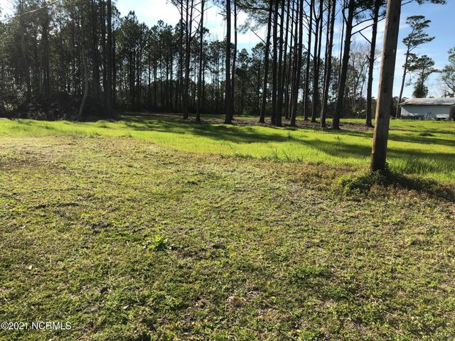 Great Commercial Site for your business!Land cleared on this 1.71 Acres. Septic permit in hand. Close proximity to area military bases,Topsail Island Beaches and Sneads Ferry river accesses.