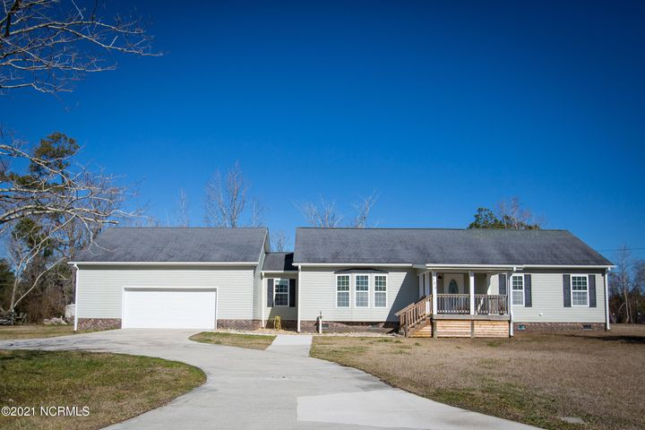 You won't want to miss out on this opportunity! This 2 bed, 2 bath home sits on 2.6 acres in the heart of Swansboro. Large windows in every room provides the house with ample natural light throughout the day. The backyard features a spacious screened in porch perfect for entertaining dinner guests. Don't forget about the outdoor shower, unfinished pole barn and workshop. The barn has plenty of potential! The large 2 car garage has built in shelves that offer plenty of storage. This property is minutes from historic Downtown Swansboro and conveniently located for an easy commute to Jacksonville.