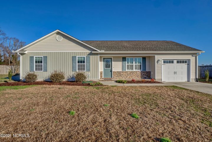 Very well kept home located on a quiet cul-de-sac in the nice neighborhood of Trinity Crossing. Nice laminate flooring thoughout the living areas. Stainless steel appliances, over sized one car garage, new roof in 2018. Do not miss this one!!!