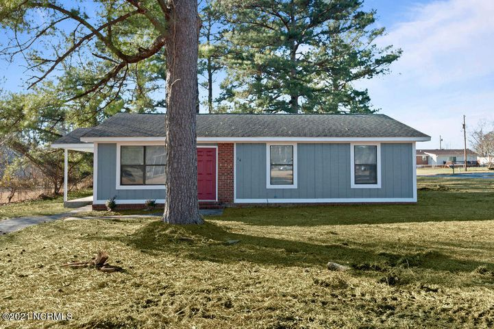 Check out this move-in ready 3bed, 2 bath home! This beautiful home is located close to base and shopping centers. Complete with new flooring and paint throughout this house won't be on the market long! Call and schedule your tour today.