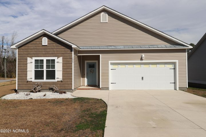 Stunning, better than new home in Garland Shores! Waterfront community with amenities galore- pool, kayak launch, dock, boat & RV storage,& walking trails all just minutes from downtown Swansboro. The open plan features vaulted ceilings, open concept kitchen with granite counters and open living areas, plus a deluxe master suite. Beautiful flooring through-out. Owner just installed a fantastic vinyl fence to enclose the back yard for privacy. Ready to move in, don't miss out.