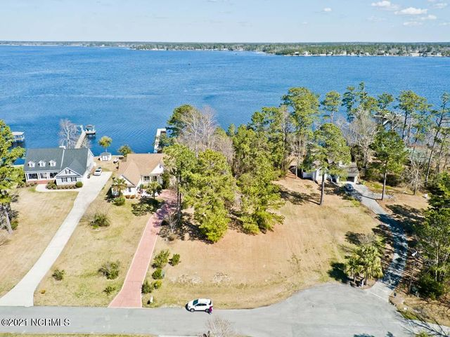 Waterfront living at its finest! Wonderful building lot in the highly desirable White Oak Crossing community in Swansboro. Situated along the waterfront, this lot gives you gorgeous views and access out to the Intra Coastal Waterway by way of the White Oak River. Located between the Camp Lejeune and Cherry Point bases and just a quick drive or boat ride to the beaches of Emerald Isle! Neighborhood amenities include boat ramp/dock and community pool. Don't let this one slip by. Get your waterfront slice of heaven in this wonderful coastal town!