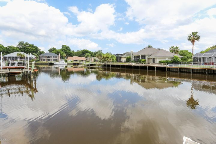 Just around the Bend from the St. Johns River. Offers 5 to 6 feet depth at low tide