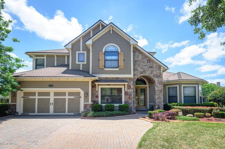 highland-glen-real-estate |  13116 HIGHLAND GLEN WAY East