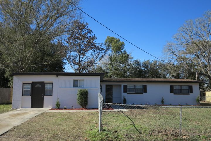 Fully Renovated 4/2 with an Office