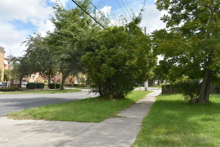 Vacant Land & Small Bungalow with frontage on Park and Herschel Streets