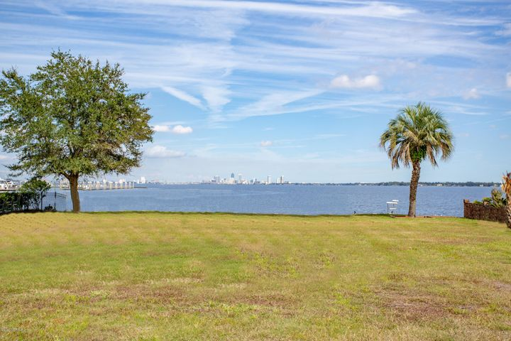 Expansive views of St Johns River