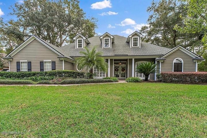 Large (>.4 acre) level lot with spacious front yard