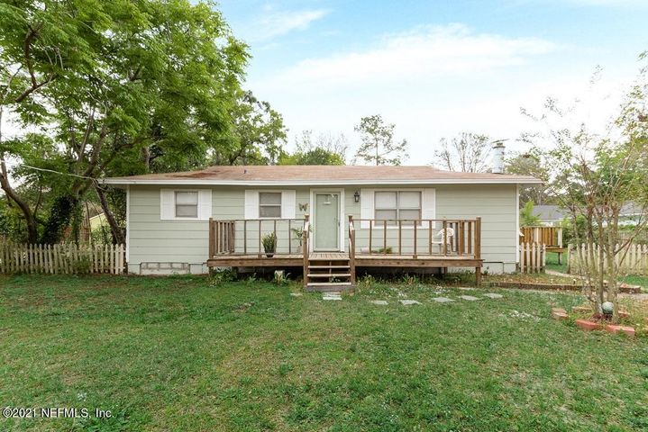 This Wonderful 3 Bedroom 2 Bath Homes Sits on a Large 100W x 90D Lot.