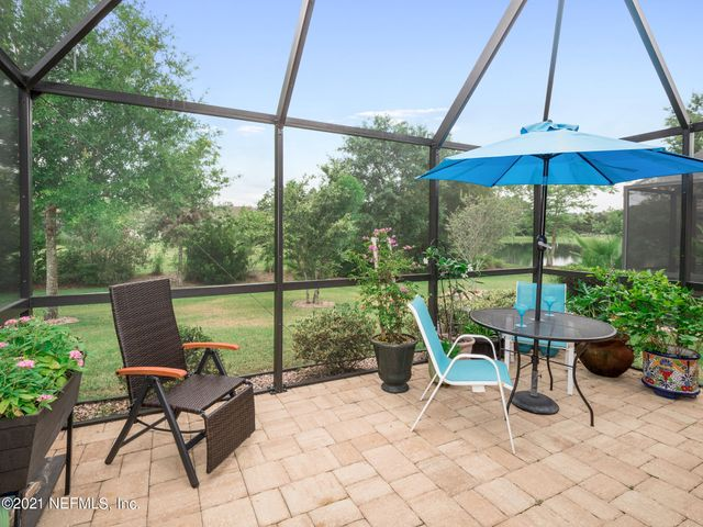 Welcome Home! Extended Screened in Lanai with beautiful views of Lake