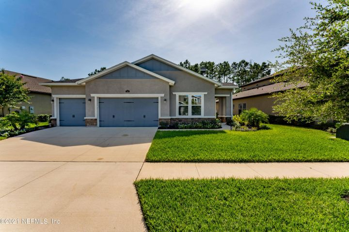 Beautiful traditional bungalow set on an oversized preserve lot